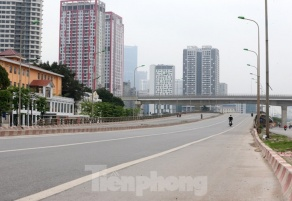 Nationwide social distancing empties Hanoi streets