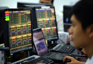 Capital inflows into Vietnam stock market surges 20% to over US$16 billion in 2020