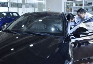 Vietnam leading car dealers struggle with Covid-19 impacts
