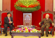 Vietnam gives priority to bolstering neighboring friendship with China: State President