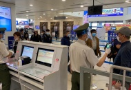 Vietnam removes ban on foreign arrivals via airports