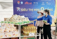Zero-VND store alleviates ordeal for needy residents in Hanoi