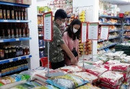 Hanoi ensures sufficient basic necessities amid social distancing