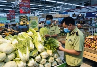 Hanoi tightens food safety inspection amid Covid-19 pandemic