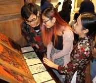 Exhibition on Hang Trong folk paintings underway in Hanoi