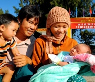 """Photo exhibition """"Family - A loving home"""" opens in Hanoi"""