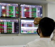 Overheated stock market poses risks for Vietnam long-term growth: Experts
