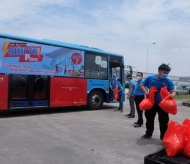 """""""Zero-dong store on bus"""" model eases hardship for pandemic-hit workers in Hanoi"""