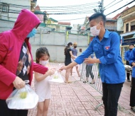 """""""Millions of meals"""" campaign shows Hanoi businesses' devotion to charity"""