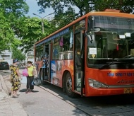 Hanoi provides supports to transport companies