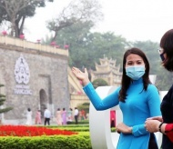 Hanoi needs flexible solution to deliver aid to tour guides