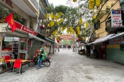 Hanoi suspends eateries and some services