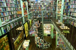 Mao Bookstore - the oldest bookstore in Dinh Le Street