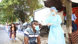 Hanoi speeds up vaccination for foreigners