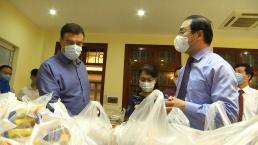 Israeli Embassy handovers gifts to people in Hanoi's outskirt